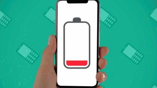 Ilustración de un celular con la señal de batería descargada