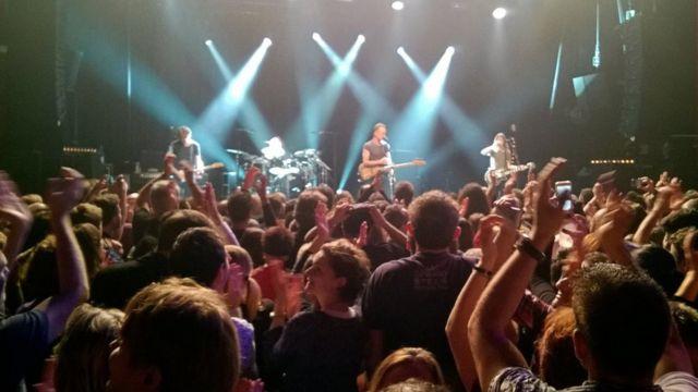 Sting cantando en Bataclan con la sala llena.