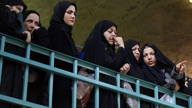 إيرانيات يحضرن تأبين رفسنجاني