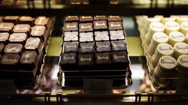 백화점에 전시된 초콜렛