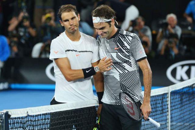 Nadal félicite Federer à la fin de la partie