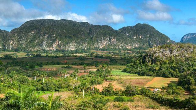 Долина Винальес известна своими известняковыми утесами