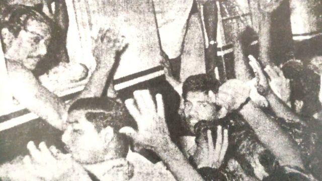 সিলেটের আদালতে জামিন পাওয়ার পর ট্রেনে শেখ মুজিবুর রহমান।
