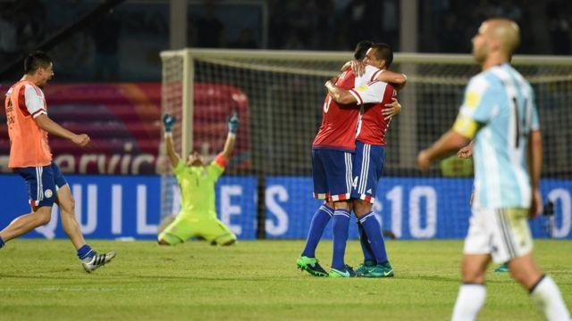Paraguay celebra su victoria contra Argentina.
