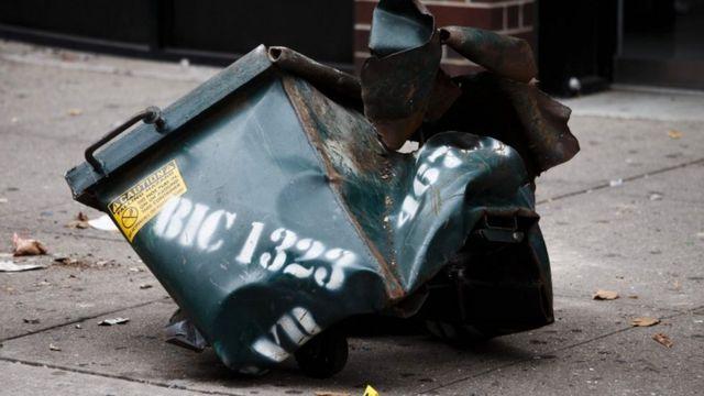 爆発物が入っていたとされる容器(18日、ニューヨーク)