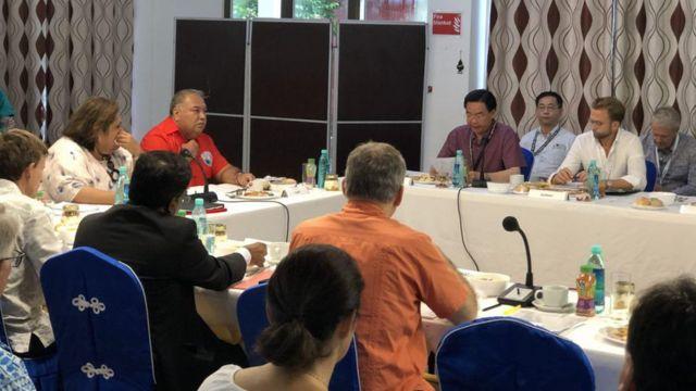 台湾外交部长吴钊燮目前也是瑙鲁访问,并宣布设立特别医疗基金,作为未来选派台湾专科医疗团队赴论坛会员国进行医疗服务的经费。