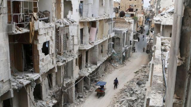 戦闘で破壊されたアレッポの街並み(5日)