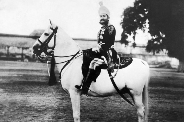 - میر محبوب علی خان ، حاکم نظام (دولت محلی) حیدرآباد