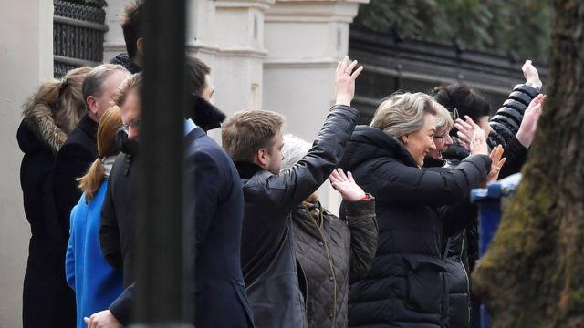 Персонал посольства России в Лондоне прощается с уезжающими - 20 марта 2018