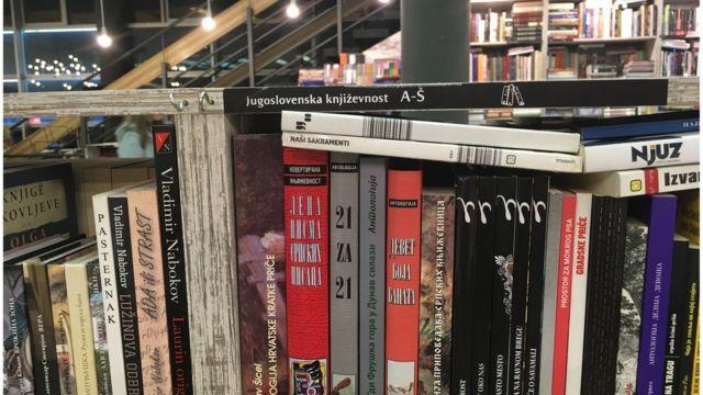 Odeljak s jugoslovenskom književnošću u knjižari