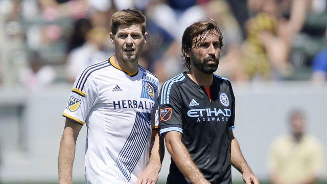 Steven Gerrard y Andrea Pirlo