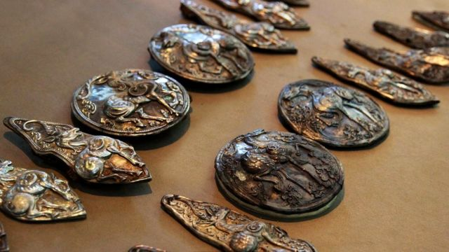 Многие полагают, что в могиле Чингисхана лежат несметные сокровища, собранные со всей его империи