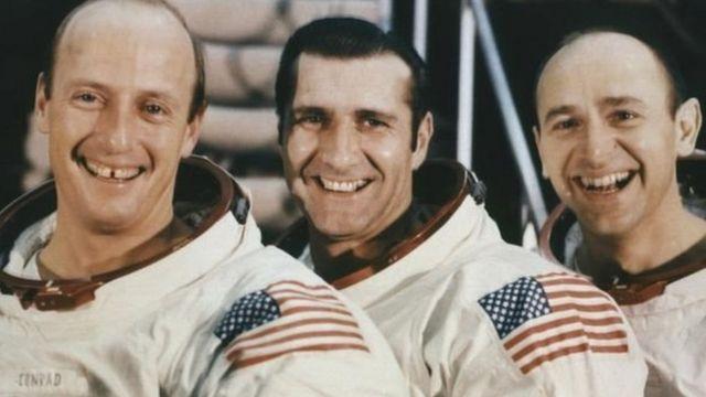 آلن بین (سمت راست)