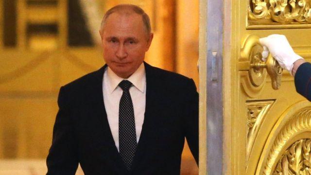 Vladimir Putin'i KGB ajanlığından devlet başkanlığı koltuğuna çıkaran Valentin Yumaşev kimdir? - BBC News Türkçe