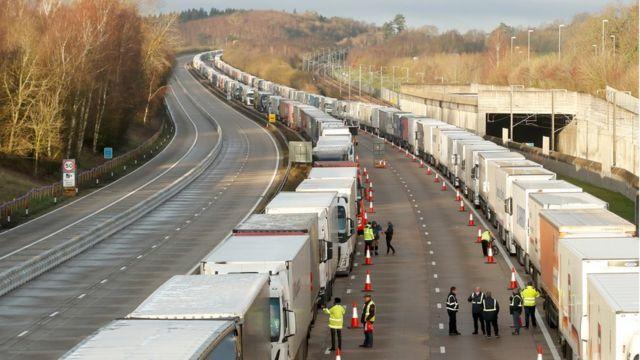 Пробки на дороге к переправе в Европу в Кенте