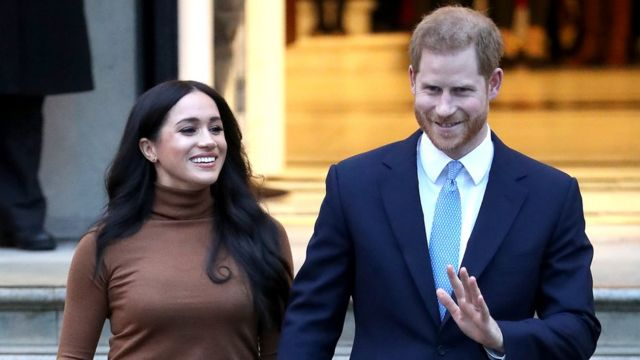 O príncipe Harry, duque de Sussex, e Meghan em Londres nesta terça-feira (7)