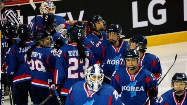 Түндүк-Түштүк Кореянын биргелешкен хоккей командасы биринчи жолу достук беттешке чыкты
