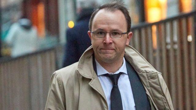Yves Bertossa a fait valoir que les lois suisses limitant les poursuites des agents publics à 15 ans dans le passé ne s'appliquaient pas à cette affaire.