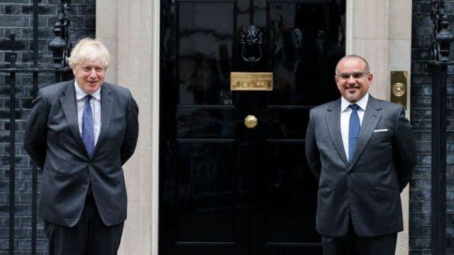 رئيس الوزراء البريطاني بوريس جونسون وولي العهد البحريني سلمان بن حمد بن عيسى آل خليفة