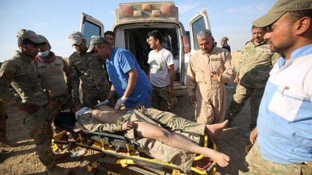 جريح من الجيش العراقي في بلدة حمام العليل الاثنين