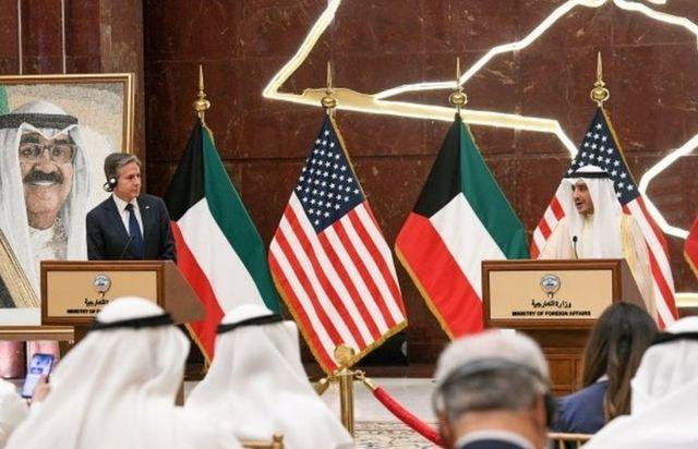 احمد ناصر المحمد الصباح وزیر خارجه کویت و آنتونی بلینکن، وزیر خارجه آمریکا در ساختمان وزارت خارجه کویت