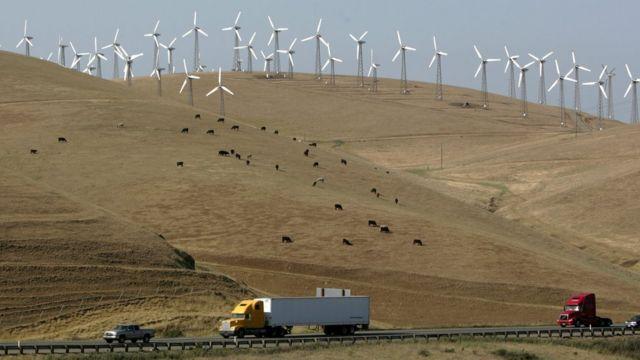 Un campo de energía eólica