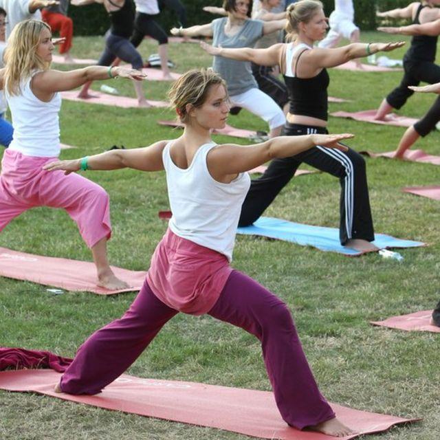 Sesión de yoga al aire libre