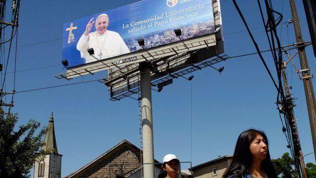 Плакат, оповещающий о визите папы в город Темуко