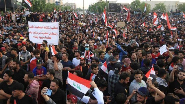 آلاف العراقيين يكسرون حظر تجول أعلنته السلطات في بغداد