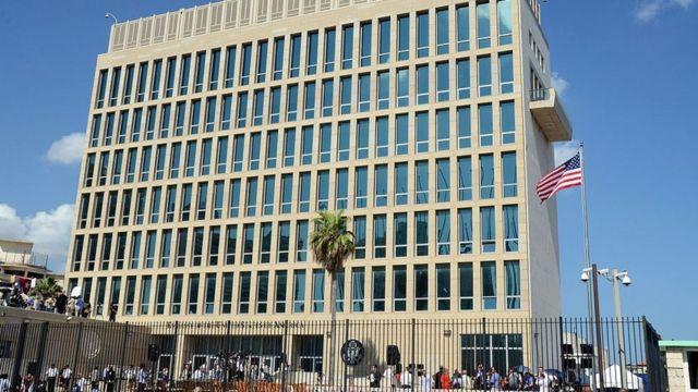 """Estados Unidos retira más de la mitad del personal de su embajada en Cuba y  cancela emisión de visas de forma indefinida por """"ataques"""" contra sus  diplomáticos - BBC News Mundo"""