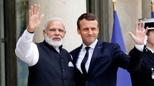Ra'iisul Wasaaraha Hindiya Narendra Modi (bidix) iyo madaxweynaha Faransiiska Emmanuel Macron