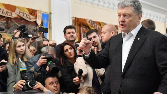 Petro Poroşenko Kiyevdə səs verib