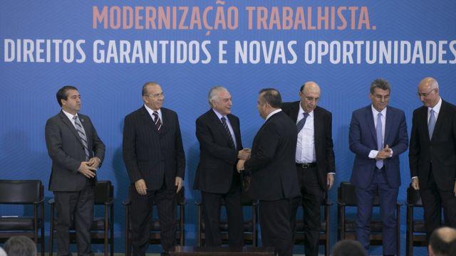 Temer e ministros após aprovação da Reforma Trabalhista