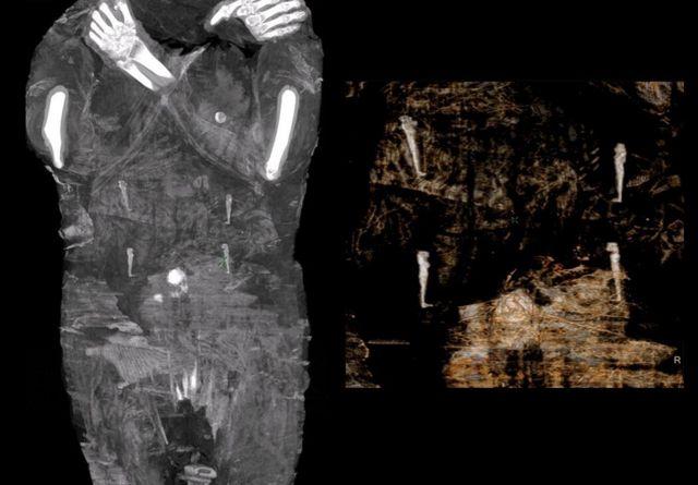 Imagen del escáner que muestra los amuletos con forma de momia.