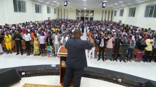 Servicio religioso de la Iglesia Universal en Angola