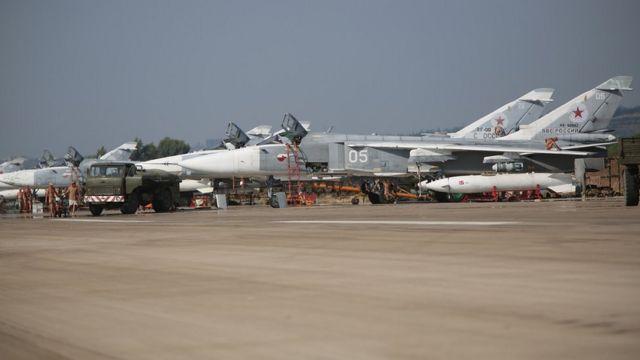 Aviones de combate rusos en la base aérea de Khmeimim