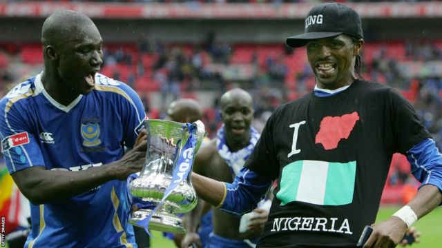The late Papa Bouba Diop (left) and Nigerian Nwankwo Kanu with the FA Cup