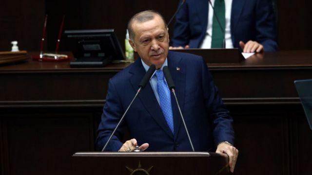 Cumhurbaşkanı Recep Tayyip Erdoğan'ın ekonomi ve finans yönetimiyle ilgili yeni döneme işaret eden sözlerinin ardından, Türk Lirası'nın yeni haftayla başlayan değer kazancı hızlandı.