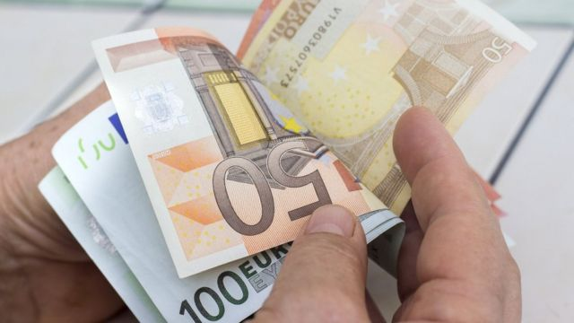 Will MEPs get pensions and other frequent questions