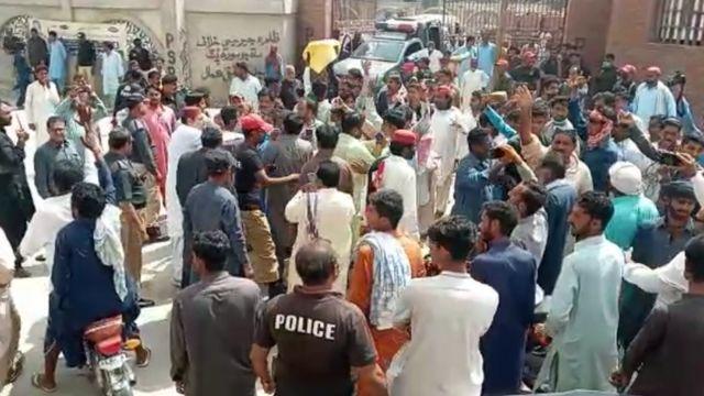 لاڑکانہ میں خاتون کے ریپ کے خلاف احتجاج