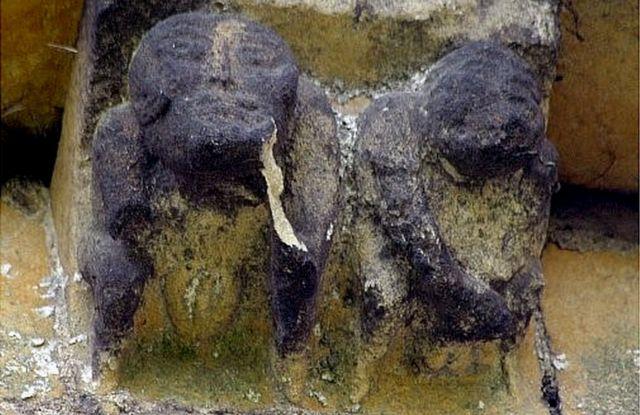 Esculturas em na igreja de St. John, em Devizes