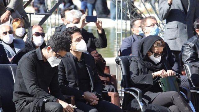 فرزندان محمدرضا شجریان در مراسم خاکسپاری