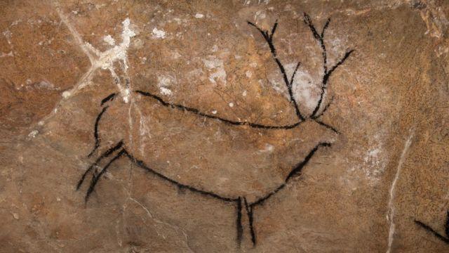 Cervo negro desenhado em Las Chimeneas, Espanha.