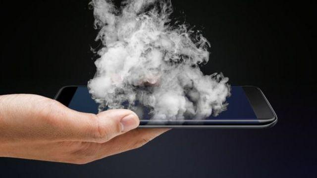 Celular com fumaça
