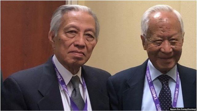 Ông Phạm Kim Ngọc (bên phải) và ông Nguyễn Đức Cường