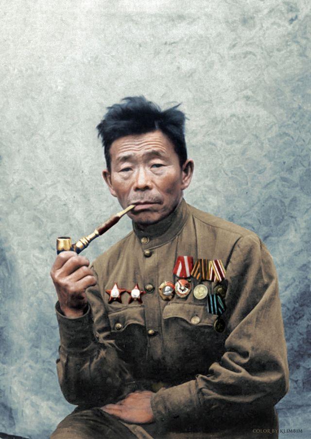 """Evenk_sniper: 二戰中蘇軍的狙擊手諾蒙科諾夫擊斃德軍367人,被德軍稱作""""森林薩滿""""。諾蒙科諾夫是來自西伯利亞外貝加爾地區的鄂溫克人"""