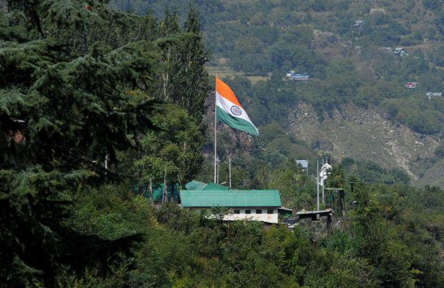 भारत प्रशासित जम्मू कश्मीर के उड़ी में भारतीय सेना का कैंप.