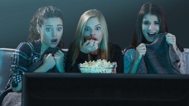 Chicas viendo película