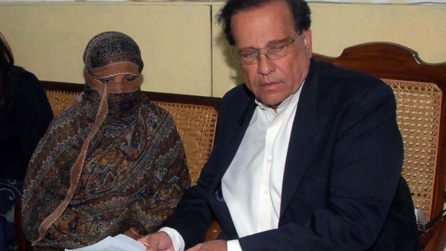 سلمان تاثیر از جمله معدود سیاستمداران پاکستان بود که آشکارا با قانون کفرگویی مخالفت کرد و از آسیه بیبی حمایت کرد