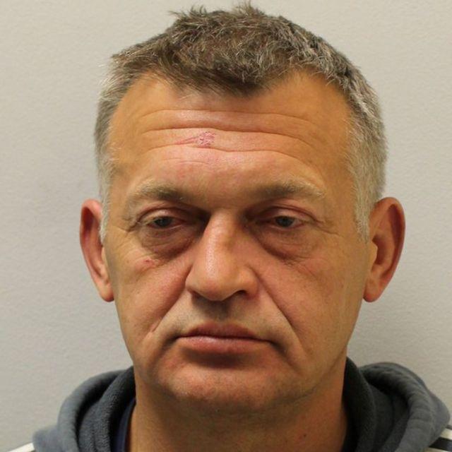 پلیس میگوید آقای زالیناس احتمالا از بریتانیا گریخته است